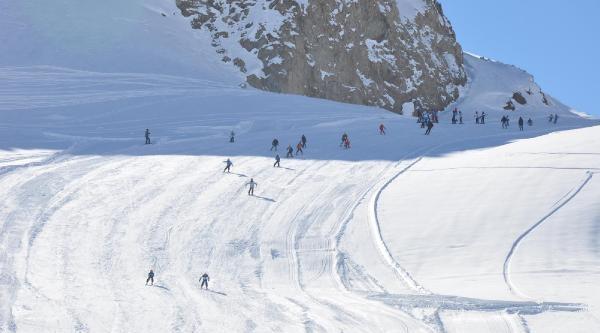 Hakkari'de Kayak Sezonu Açildi