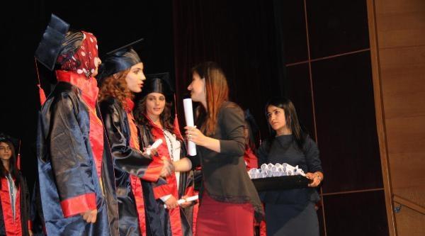 Hakkari'de Kız Öğrencilerin Mezuniyet Sevinci