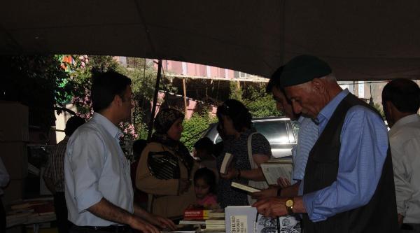 Hakkari'de Kürtçe Kitap Fuarı