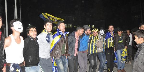 Hakkari'de Kürtçe Şarkili, Halayli Fenerbahçe Kutlamasi