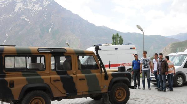 Hakkari'de Mesken Dağı'ndaki Askeri Birliğe Taciz Ateşi: 1 Asker Yaralandı (2)
