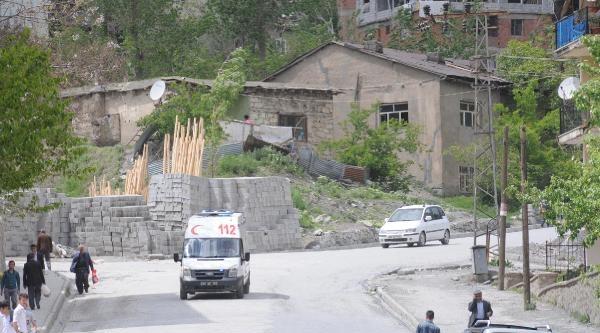 Hakkari'de Mesken Dağı'ndaki Askeri Birliğe Taciz Ateşi: 1 Asker Yaralandı (3)