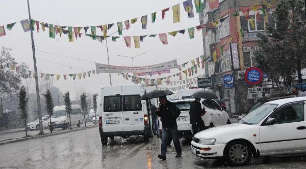 Hakkari'de Nevruz Kutlamasına Kar Engeli