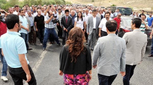 Hakkari'de Sokağa Çikma Yasağı Kalktı, Ancak Kepenkler Açılmadı(4)