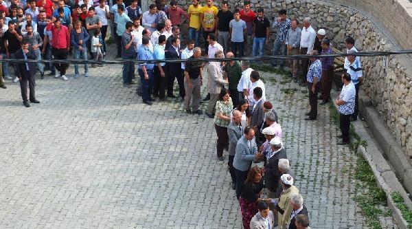 Hakkari'de Sokağa Çikma Yasağı Kalktı, Ancak Kepenkler Açılmadı (5)