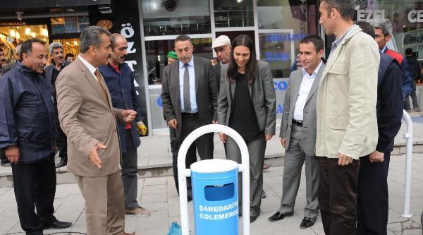 Hakkari'de Sokaklara Üzerinde Kürtçe Yazılı Çöp Kutuları Konuldu