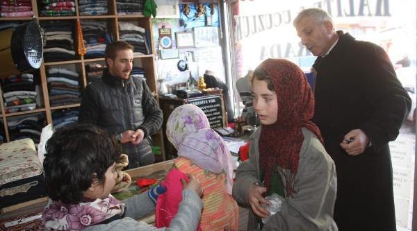 Hakkari'de Suriyeli Çocuklara Ayakkabi Ve Giysi