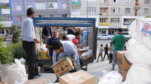 Hakkari'de Toplanan Yardımlar Kamyonlarla Kürtlere Gönderildi