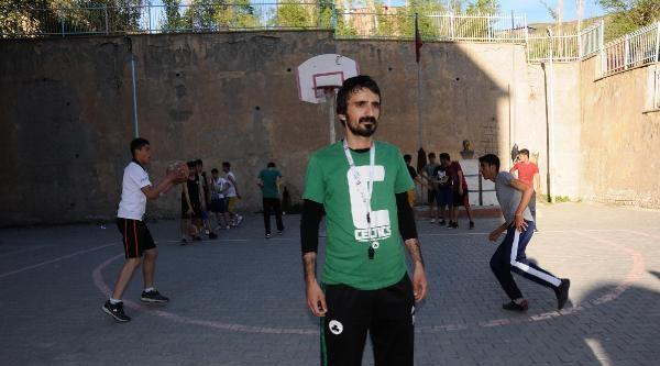 Hakkarili Basketbol Antrenörüne Fair Play Ödülü