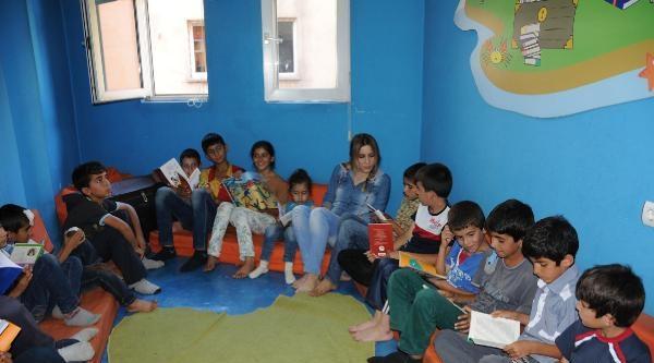 Hakkarili Çocuklar Kitap Okumaya Alışıyor