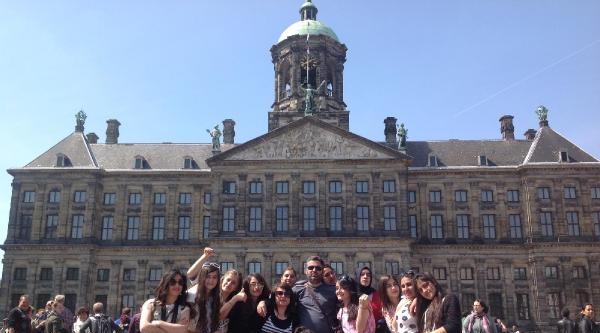 Hakkarili Kız Öğrenciler Hollanda'dan Mutlu Döndü