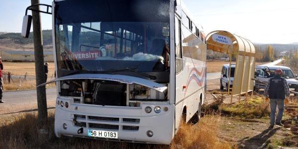 Halk Otobüsü Kamyonetle Çarpişti: 6 Yarali