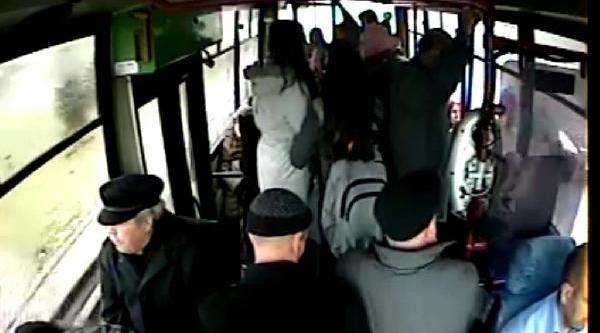 Halk Otobüsündeki Yankesicilik Güvenlik Kamerasinda