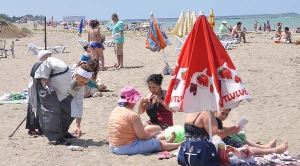 Halk Plajındaki Kadınlara 'kapanın' Brosürü Dağıtıldı