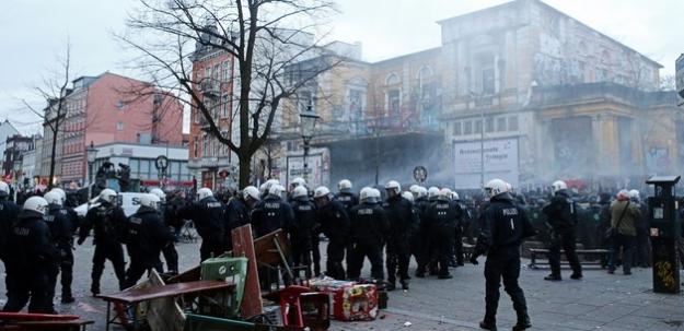 Hamburg'da olaylar her geçen gün büyüyor!
