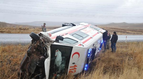 Hamile Taşıyan Ambulans Devrildi: 5 Yaralı