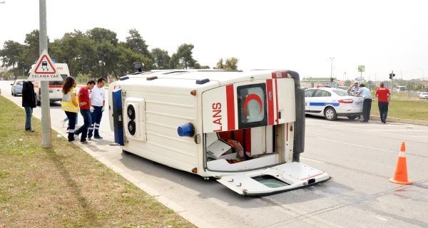 Hasta Taşıyan Ambulansla Minibüs Çarpişti: 5 Yaralı