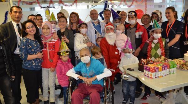 Hastanede Çocuklara Yeni Yil Eğlencesi