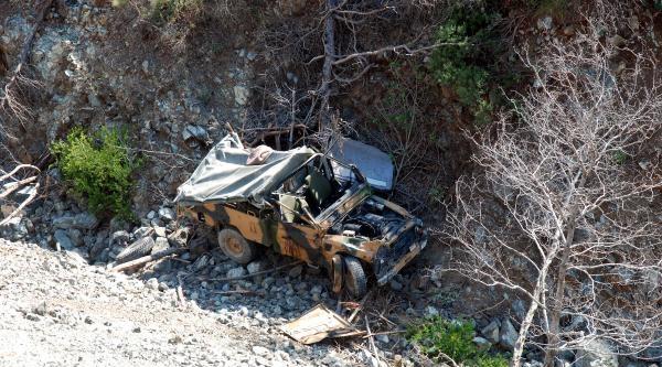 Hatay'da Askeri Araç Uçuruma Yuvarlandı: 3 Yaralı