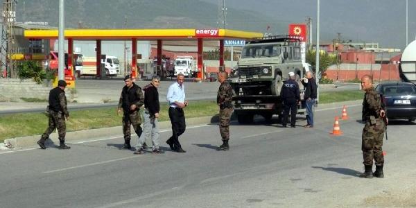 Hatay'da Polisleri Taşiyan Araç Devrildi: 3 Polis Yarali