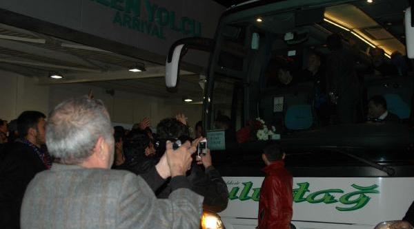 Hava Muhalefetine Takilan Trabzonspor Kafilesi,  Balikesir'e Ulaşti