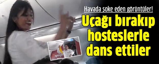 Havada şoke eden görüntüler! Uçağı bırakıp hosteslerle dans ettiler...