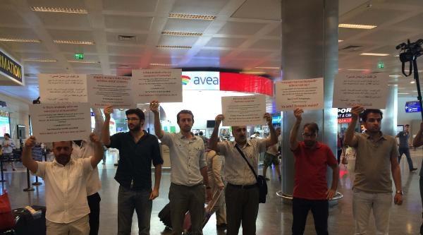 Havalimanında İsrail'i Protesto Ettiler
