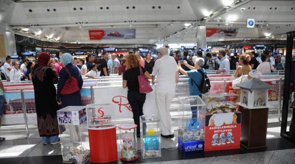 Havalimanında Kanserli Çocuklara Toplanan Parayı Bile Çaldilar