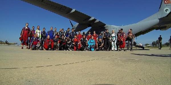 Hayko Cepkin'Den Paraşütle Rekor Atlayiş Denemesi