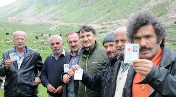 Hayvansever Köyde Soyadları Da 'horoz, Kurt, Tilki'