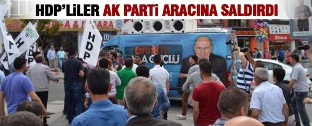 HDP'liler AK Parti aracına saldırdı