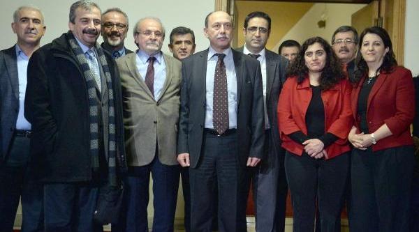 Hdp'li 4 Milletvekili Meclis'te Açlik Grevine Başladi