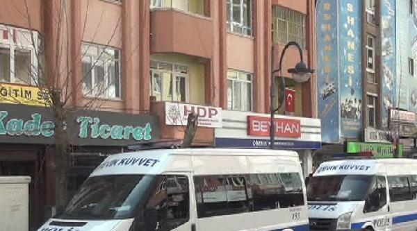 Hdp'nin Bulunduğu Sokaktaki Esnaf, Polisin Çekilmesi İçin İmza Topladı