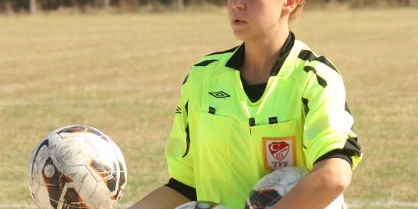 Hedefi Profesyonel Liglerdeki Maçlari Yönetmek
