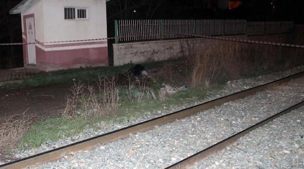Hemzemin Geçitte Yük Treninin Çarptiği Yaya Öldü