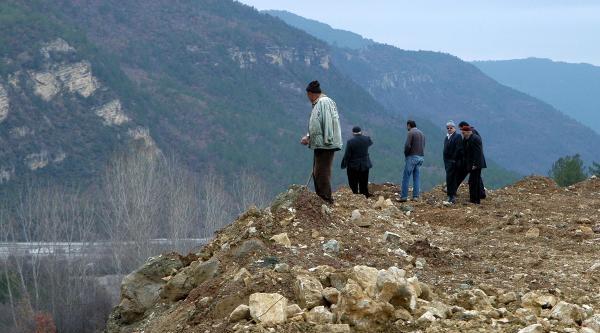 Hes İnşaati Hafriyatı Köylünün Arazisine Döküldü