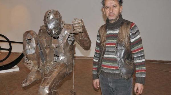 Heykel Sanatçisi Öğretim Üyesinden Hareketli