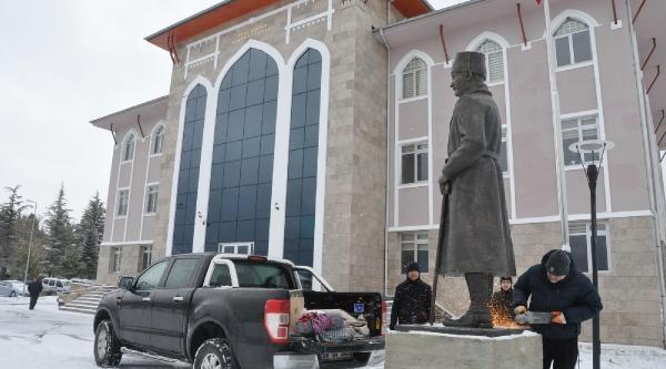 Heykeltiraş, Parasi Ödenmeyince Atatürk Heykelini Geri Aldi