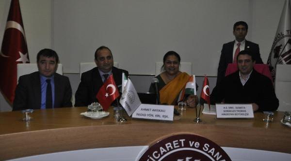 Hindistan Büyükelçisi Mobilyacilari Bilgilendirdi