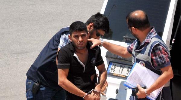 Hırsızlık Şüphelisi, Ayakkabılığın Arkasında Yakalandı