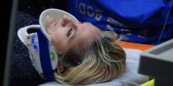 Hiz Kadrani 110 Kilometrede Takili Kalan Otomobilin Sürücüsü Öldü; 1'i Ağir 3 Yarali