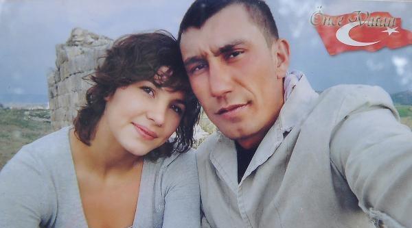 Hollandalı Kız, 7 Yıldır Şehit Nişanlısının Mezarını Ziyarete Geliyor