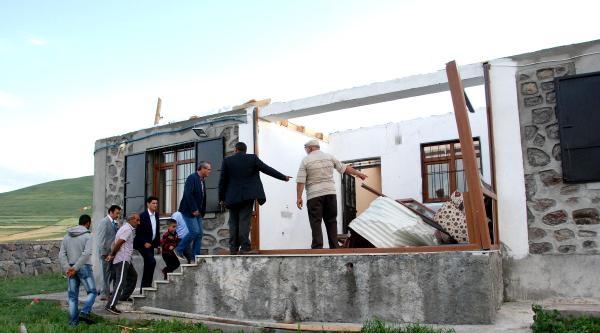 Hortum Ardahan'da Çatilari Uçurdu