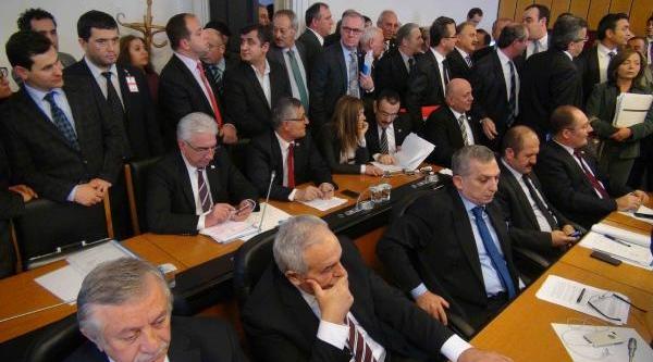 Hsyk Kanun Teklifi'nin Görüşüldüğü Komisyon Toplantisinda 'yer' Tartişmasi Yaşandi