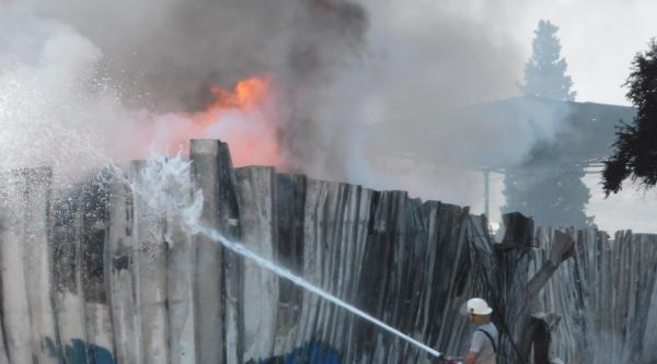 Hurda Deposunda Korkutan Yangın