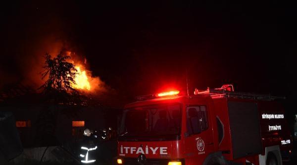 Hurda Deposundaki Yangın Korkuttu