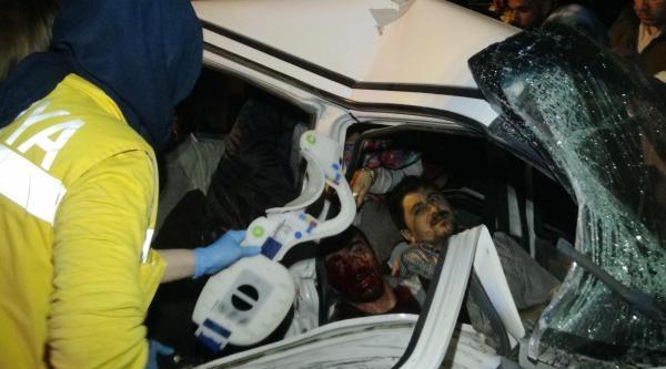 Hurdaya Dönen Otomobilde Can Pazarı: 6 Yaralı
