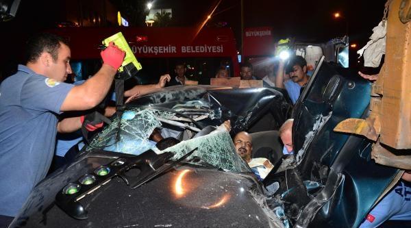 Hurdaya Dönen Otomobilin İçinde Sıkışan Sürücüyü Cankur Ekibi Kurtardı