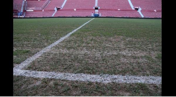 Hüseyin Avni Aker Stadyumu'nun Zemini Rusları Şaşirtti