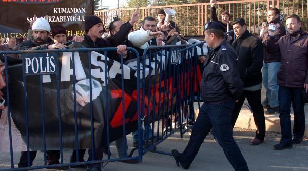 Ibda-C Liderinin Kaldiği Koğuşa Yapilan Baskini Protesto Ettiler